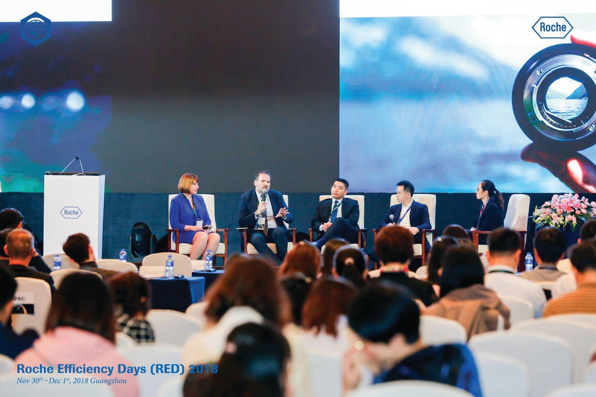Healthcare Pannel Discussion featuring Dr Virginia (Jennie) Thurston, Dr Antonio Leon, Dr Mohd Jamsani bin Mat Salleh, Prof Lei Zheng, Prof Wei Bao Jun at Roche Efficiency Day (RED), Guangzhou, China – featured in Roche Diagram healthcare magazine publications.